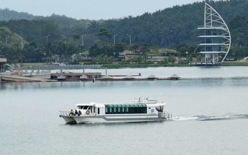 بحيرة بتراجايا ماليزيا